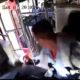 Bussijuht üritab päästa kukkuvat kiivrit ja teeb avarii
