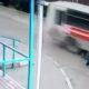 Millimeetrite mäng: buss sõidab napilt kukkunud naise peast mööda