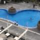 Karantiini eiranud Briti naine tiriti Tenerife hotellis basseinist välja ja arreteeriti